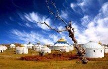 蓝天下的蒙古包很震撼